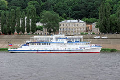 Das Schiff Volgar-NN auf dem Fluss Oka Lizenzfreie Stockfotos