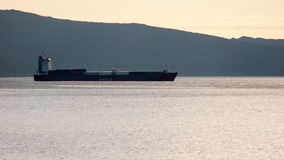 Das Schiff von Sachalin-Reederei, Bucht von Nagaev Stockbilder