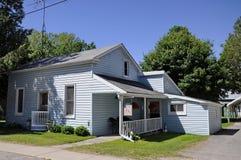 Das Schitt-Familienhaus, wie in Schitt-` s Nebenfluss gekennzeichnet lizenzfreie stockfotos