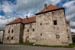 Das Schloss des Heiligen Miklos wird an der Wende der 14. und 15. Jahrhunderte, Transcarpathian Region errichtet lizenzfreie stockbilder