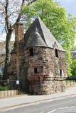 Das Schloss durch Straßenseite stockfotografie