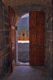 das Schloss innerhalb der Tür Lizenzfreie Stockfotografie