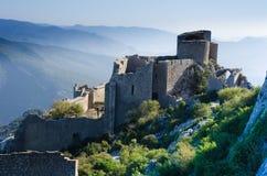 Das Schloss Peyrepertuse in Frankreich stockbilder