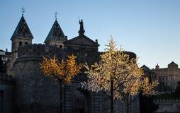 Das Schloss in Toledo mit blinkendem künstlichem Baum Stockbild