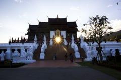 Das Schloss und der Sonnenuntergang stockfoto