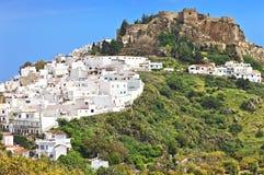 Das Schloss und die weißen Häuser in der spanischen Stadt von Salobrena, Andalusien Stockfotografie