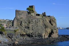 Das Schloss von Acicastello. Stockfotos