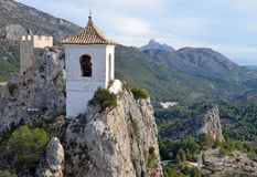 Das Schloss von Guadelest in Spanien lizenzfreie stockbilder