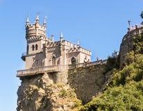 Das Schloss wird durch die Sonne belichtet Stockbilder