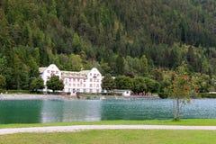 Das Scholastika-Hotel auf Achensee See, Österreich Lizenzfreies Stockbild