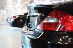 Das schwarze Auto, die hintere Ansicht Stockfotos