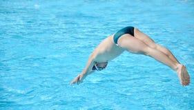 Das Schwimmerspringen Lizenzfreies Stockfoto