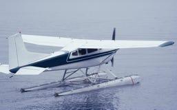 Das Seeflugzeug, das zu betriebsbereit ist, entfernen sich lizenzfreies stockfoto
