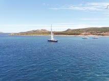 Das Segelboot Lizenzfreie Stockfotos