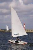 Das Segeln auf einem Segelboot Lizenzfreies Stockfoto
