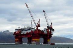 Das sich hin- und herbewegende Offshorehotel, floatel Vorgesetzter, angekoppelt in Tromsoe weitere Arbeit erwartend Lizenzfreie Stockfotos