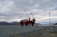 Das sich hin- und herbewegende Offshorehotel, floatel Vorgesetzter, angekoppelt in Tromsoe weitere Arbeit erwartend Lizenzfreie Stockbilder