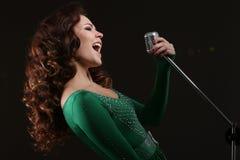 Das singende Mädchen Stockbild