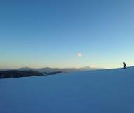 Das Ski fahren im Winter und haben Spaß Lizenzfreie Stockbilder