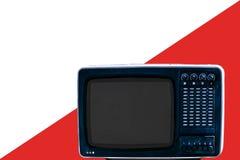 Das sowjetische analoge Retro- Fernsehen auf weißem Anzeigenrothintergrund stockfotografie