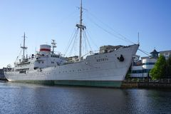 Das sowjetische Forschungsschiff Vityaz ist im Museum des Weltozeans, ist- auf dem Kai des Flusses Pregolya Lizenzfreies Stockbild