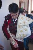 Das spanische Stierkämpfer Salvador Vega-Erhalten kleidete für das paseillo oder die Anfangsparade an Stockbild