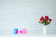 Das Sparschwein zwei lizenzfreie stockfotos