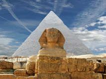 Das Sphynx und die Pyramide Lizenzfreies Stockbild