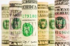 Das Spielen mit Fokus der amerikanischen Dollarbanknote rollt Stockfoto
