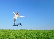 Das springende Mädchen Lizenzfreie Stockfotografie
