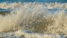 Das Spritzen der Welle Lizenzfreies Stockfoto