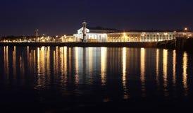 Das Spucken von Vasilyevsky Insel. St Petersburg, lizenzfreies stockbild