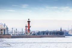 Das Spucken von Vasilyevsky Island in St Petersburg im Winter Lizenzfreies Stockbild