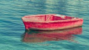 Das sred Segelboot Lizenzfreie Stockfotografie