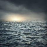 Das stürmische Meer Stockbild