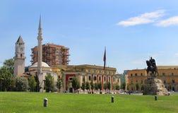 Das Stadtzentrum von Tirana, Albanien stockbilder