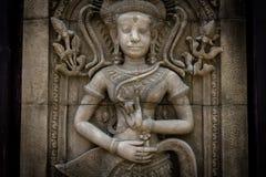 Das Steingesicht des Khmerkönigs auf der Wand des Tempels, Stockfotografie