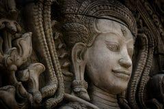 Das Steingesicht des Khmerkönigs auf der Wand des Tempels, Lizenzfreie Stockfotos