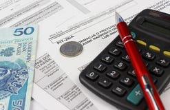 Das Steuerformular mit Taschenrechner Stockfotos