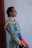 Das Stierkämpferspanisch Ivan Fandiño, der auf den Ausgang in der Gasse von der Stierkampfarena von Jaen wartet Lizenzfreies Stockfoto