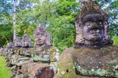 Das Sumpfgebiet, das den Zugang nach Angkor Thom, Angkor Wat Complex, Siem Reap umgibt Kambodscha, am 3. September 2015 lizenzfreie stockbilder