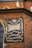 Das Sundail auf der Mariacki-Basilika in Krakau Polen Stockbilder