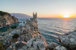 Das Swallow& x27; s-Nest ist ein dekoratives Schloss, das bei Gaspra, Krim gelegen ist Stockbilder