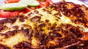 Das Türkische Fried Omelette mit geschmolzenem Käse / Omlet Stockbild