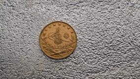 Das Türkische Kurush Gold Coin auf Silber Lizenzfreie Stockbilder