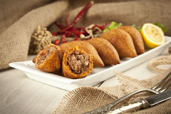 Das Türkische-Ramadan Food-icli kofte (Fleischklöschen) Falafel Lizenzfreie Stockfotos