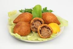 Das Türkische-Ramadan Food-icli kofte (Fleischklöschen) Falafel-Weißhintergrund Stockbild