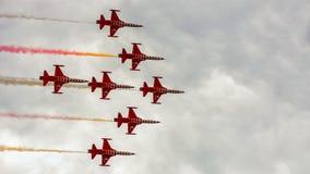 Das Türkische spielt Aerobatic Team die Hauptrolle Stockfotos