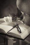 Das Tagebuch des Verfassers mit Strohhut Stockfoto