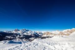 Das Tal von Cortina, mit Tofane und Cristallo, von der Spitze lizenzfreie stockfotos